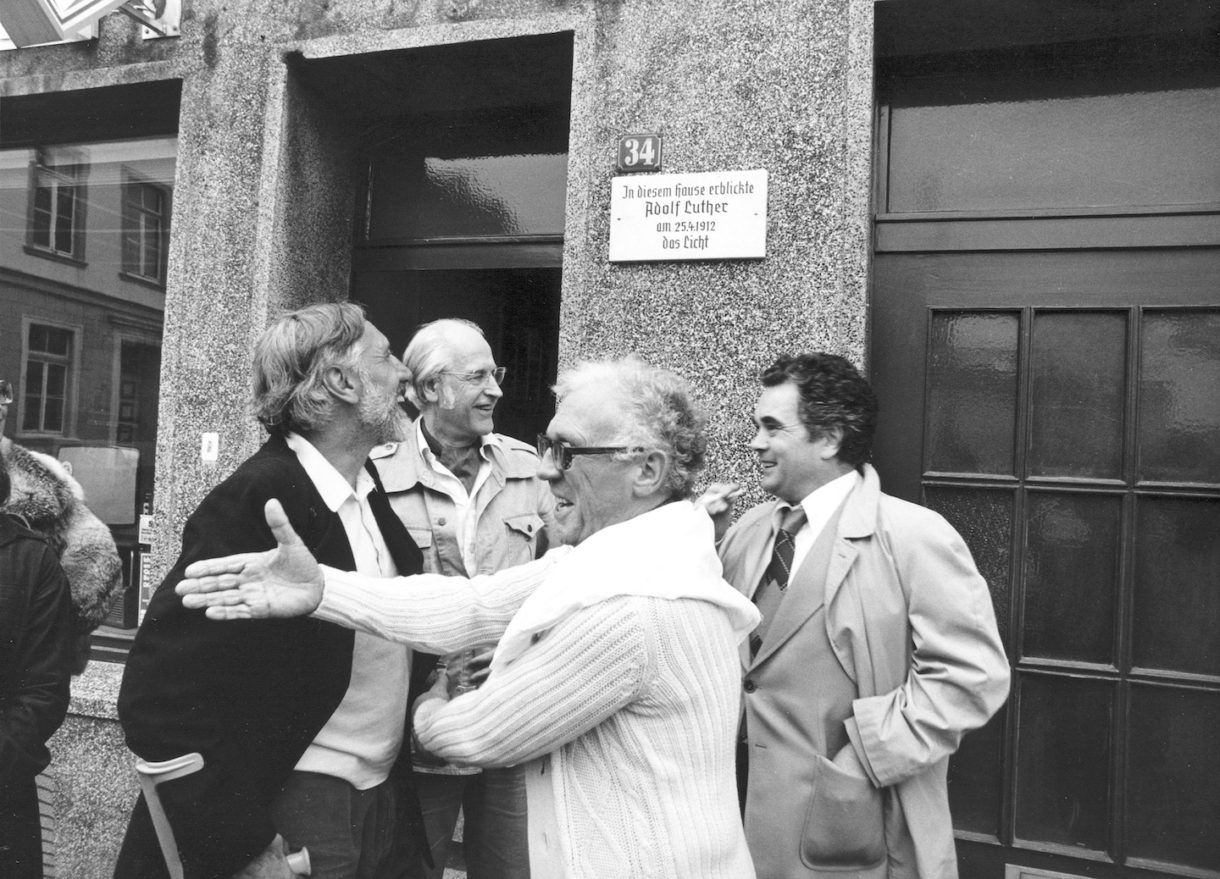 Luther's birthday on 26 April 1977 in front of the house of his birth in Krefeld-Uerdingen. (Left to right: Herbert Zangs, Werner Ruhnau, Adolf Luther, Heiner Stachelhaus.)